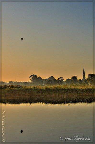 Ballonvaart bij zonsopkomst